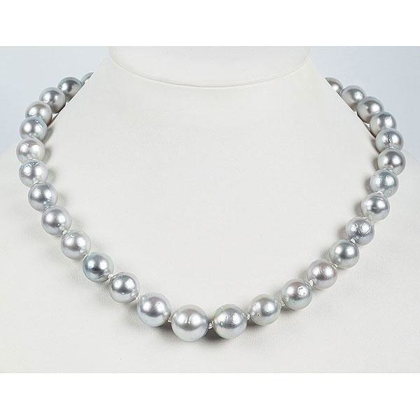 Collar largo de 35 bellas perlas australianas